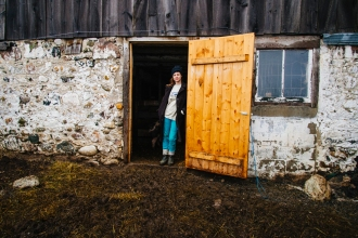 Glynis in Barn